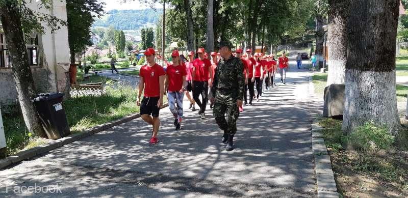 Bistriţa-Năsăud: Tehnici de autoapărare şi de supravieţuire, predate elevilor în tabăra militară de la Sângeorz-Băi