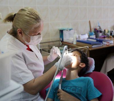 """""""Sigilarea gratuită a molarului de 6 ani"""", campanie ASSMB adresată elevilor cu vârste cuprinse între 6 şi 8 ani"""