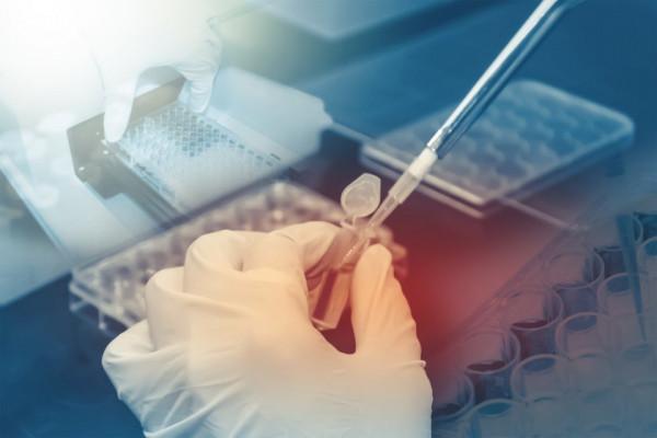 Un nou test de coronavirus dezvoltat de Roche, autorizat de urgenţă în SUA