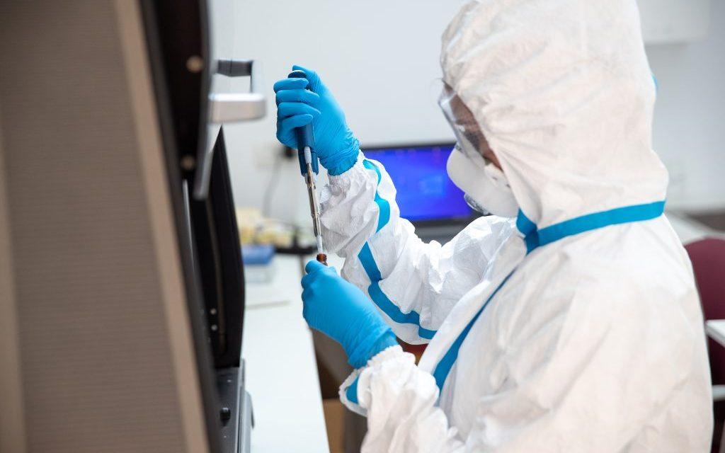 Peste 10% din testele de diagnostic COVID-19 prelucrate în România sunt procesate în laboratoarele REGINA MARIA
