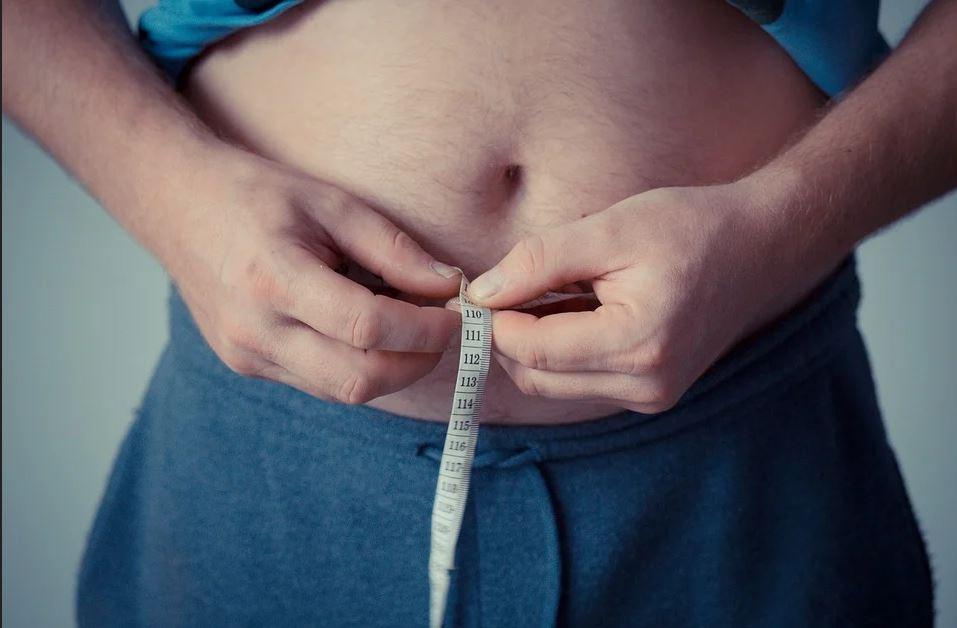 Obezitatea este un factor major de risc în decesele COVID-19, potrivit unui raport global